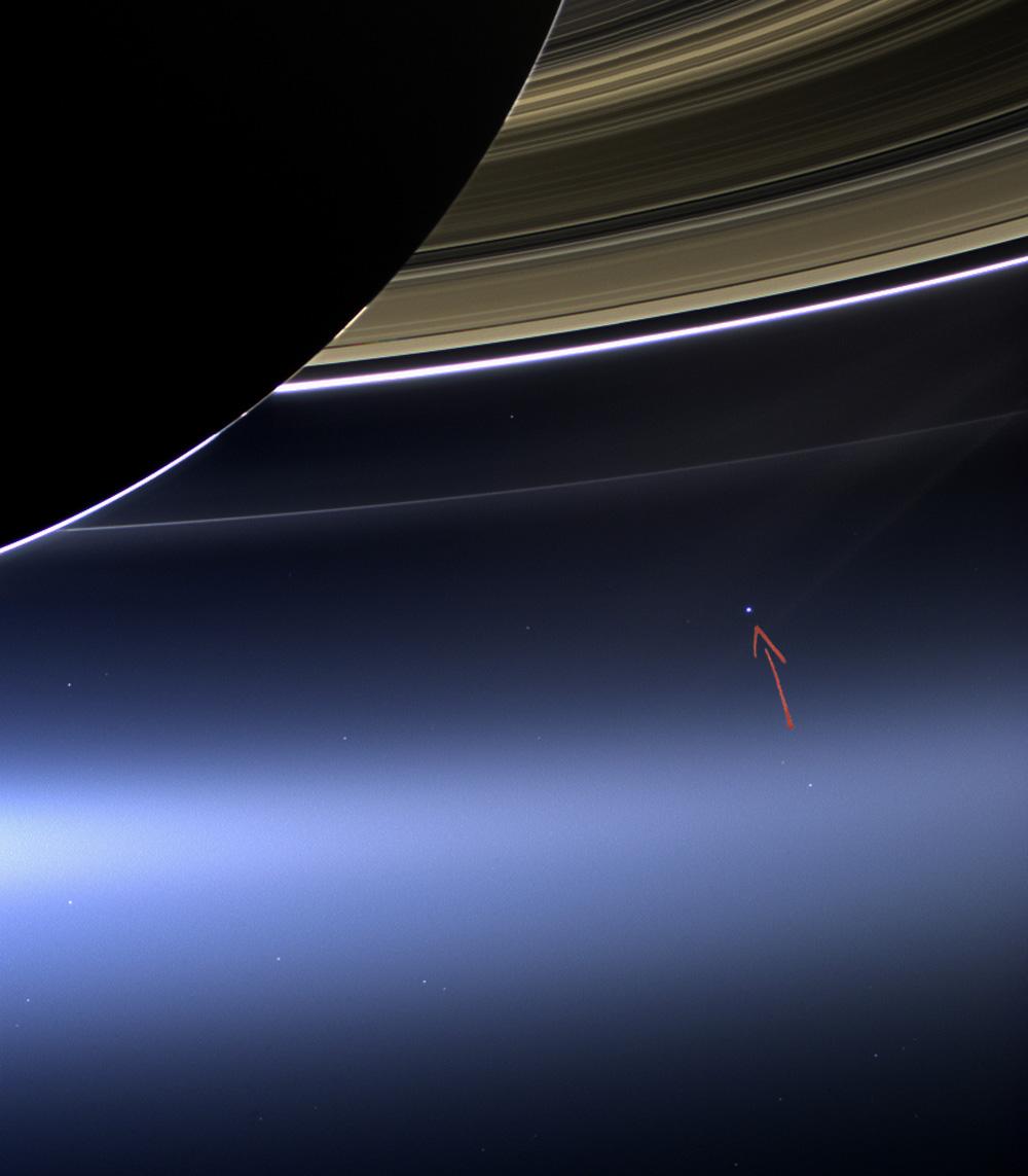 Cassini_s_Pale_Blue_Dot_fleche1.jpg
