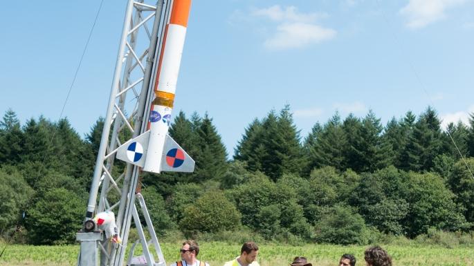Lancement d'une mini-fusée