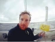 Largage d'une balise ECHO par Conrad Colman lors du Vendée Globe 2016