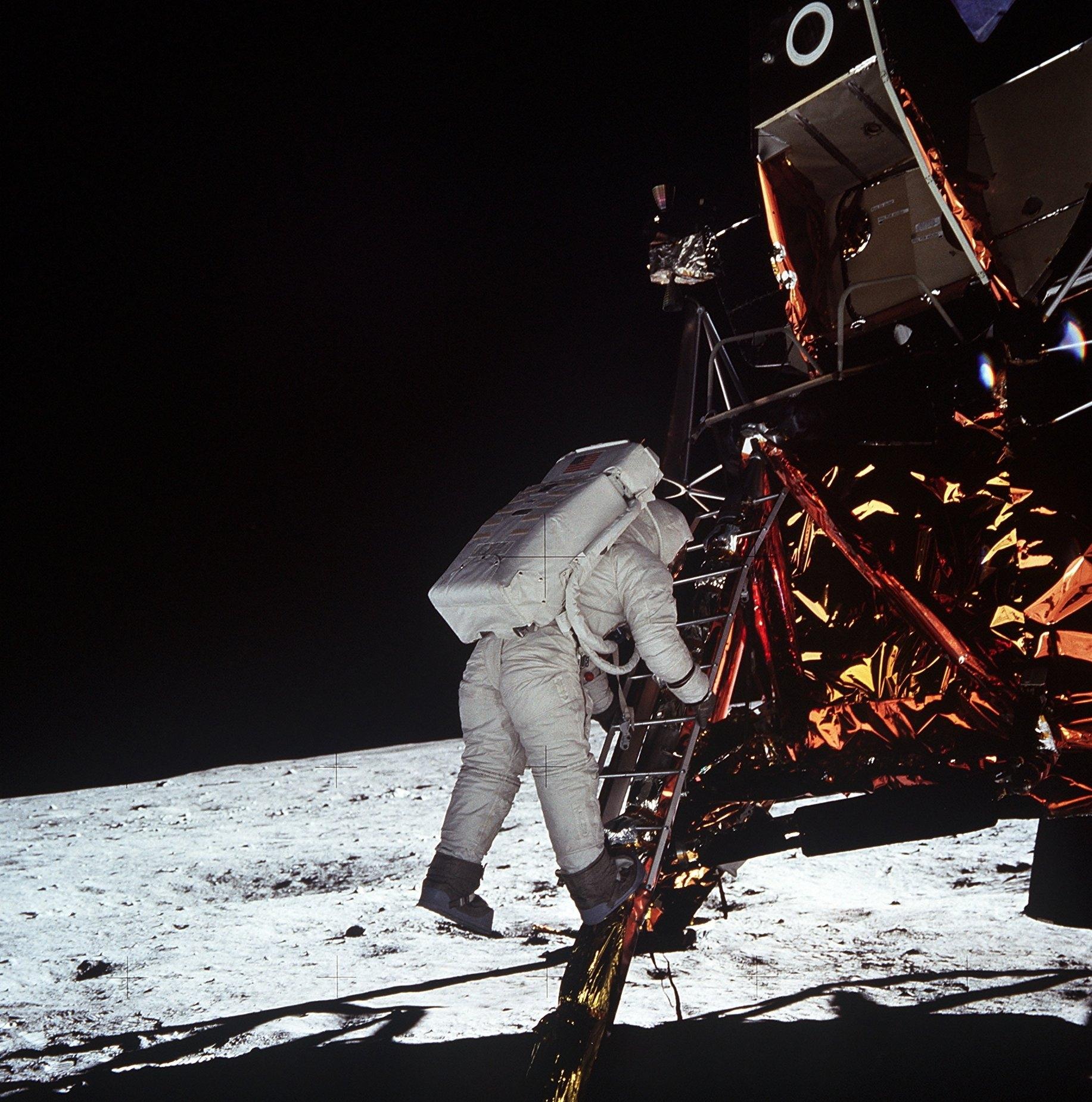 Le site d'atterrissage du module lunaire de la mission Apollo 11, photographié lors de la mission Apollo 14