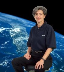 Cliquez ici pour un diaporama qui vous fera découvrir ce que peuvent devenir des astronautes retraités des étoiles ! Ici, Claudie Haigneré © ESA -