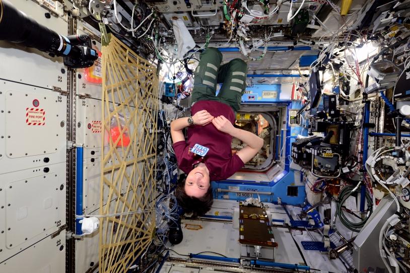 Samantha Cristoforetti en micropesanteur dans l'ISS