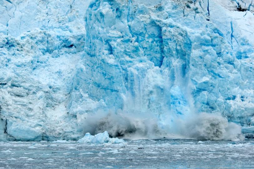 Les morceaux de glace qui se détachent de la banquise arctique peuvent parcourir des centaines de kilomètres