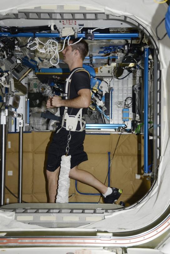 Thomas Pesquet court dans l'ISS