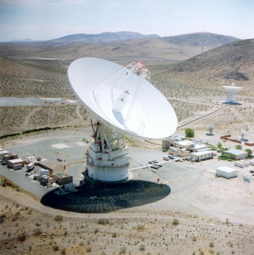 Cette station est située dans le désert Mojave de Californie (États-Unis). Elle fait partie du complexe Goldstone, l'un des trois du réseau Deep Space de la NASA © JPL/NASA