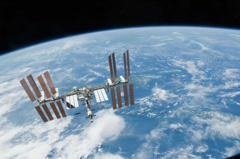 En 2013, l'horloge PHARAO sera positionnée sur une plateforme extérieure de l'ISS. Elle mesurera le temps avec une exactitude et une stabilité jamais atteintes à ce jour : elle ne perdra qu'une seconde toutes les 300 millions d'années © NASA