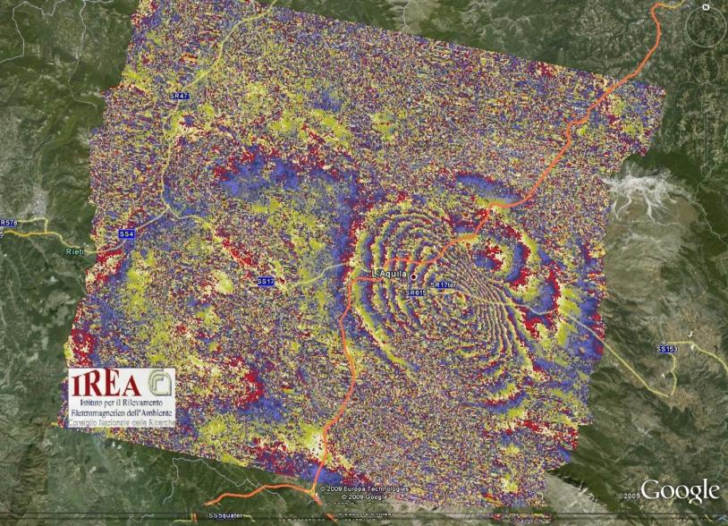 Grâce au satellite Envisat, on observe clairement la déformation due au tremblement de terre de l'Aquila en avril 2009 (Italie) © IREA CNR