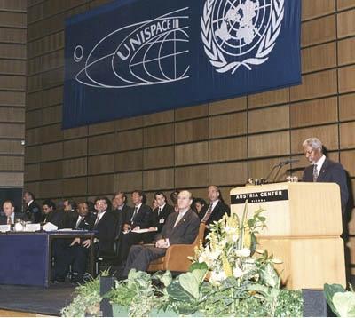 Kofi Annan, secrétaire de l'ONU, lors de la troisième conférence de Nations unies de Vienne © foto entrum/UNOOSA