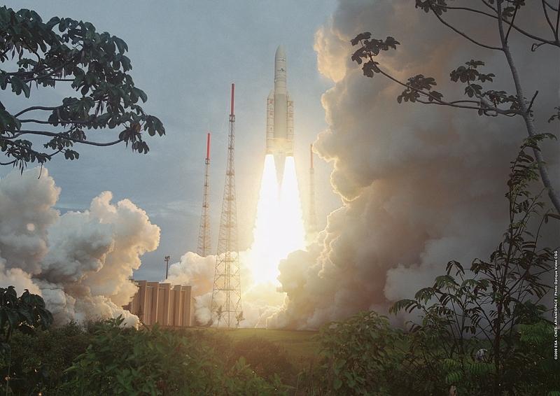 Décollage du lanceur Ariane 5 ECA, vol 189 le 1er juillet 2009 depuis le Centre Spatial Guyanais © CNES/ESA/Arianespace/CSG, 2009