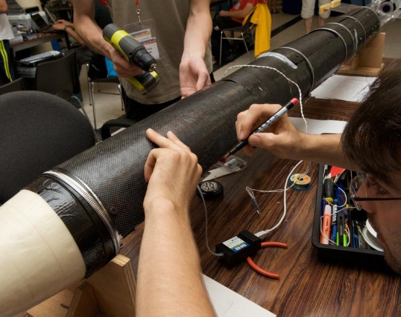 Derniers réglages avant le lancement d'une Fusex © CNES/S. Girard
