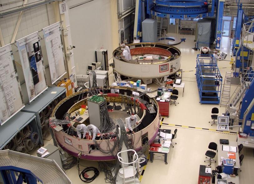 Assemblage de la case à équipements d'Ariane à Brême en Allemagne © EADS