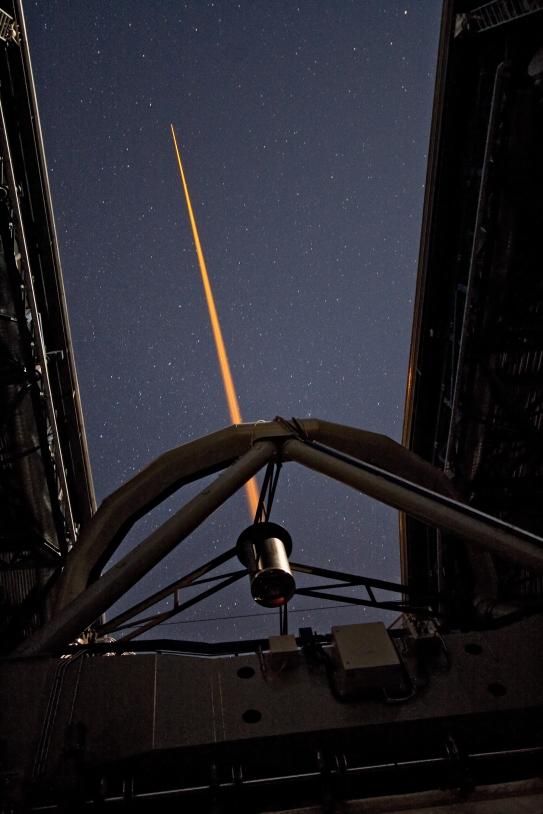 Pourra-t-on un jour détruire les petits débris spatiaux à l'aide d'un tir laser ? La Nasa le pense © Y. Beletsky / ESO