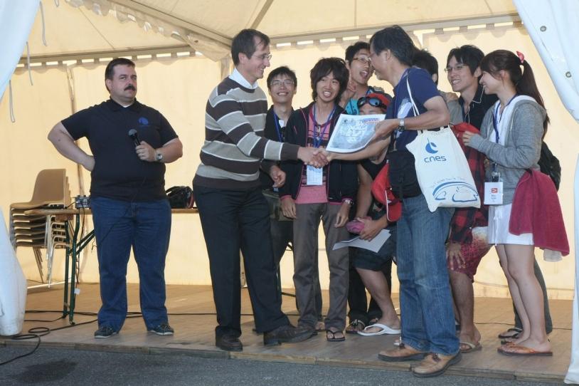 Remise du prix CNES au club japonais Kit-Sc © CNES/G. Tavernier