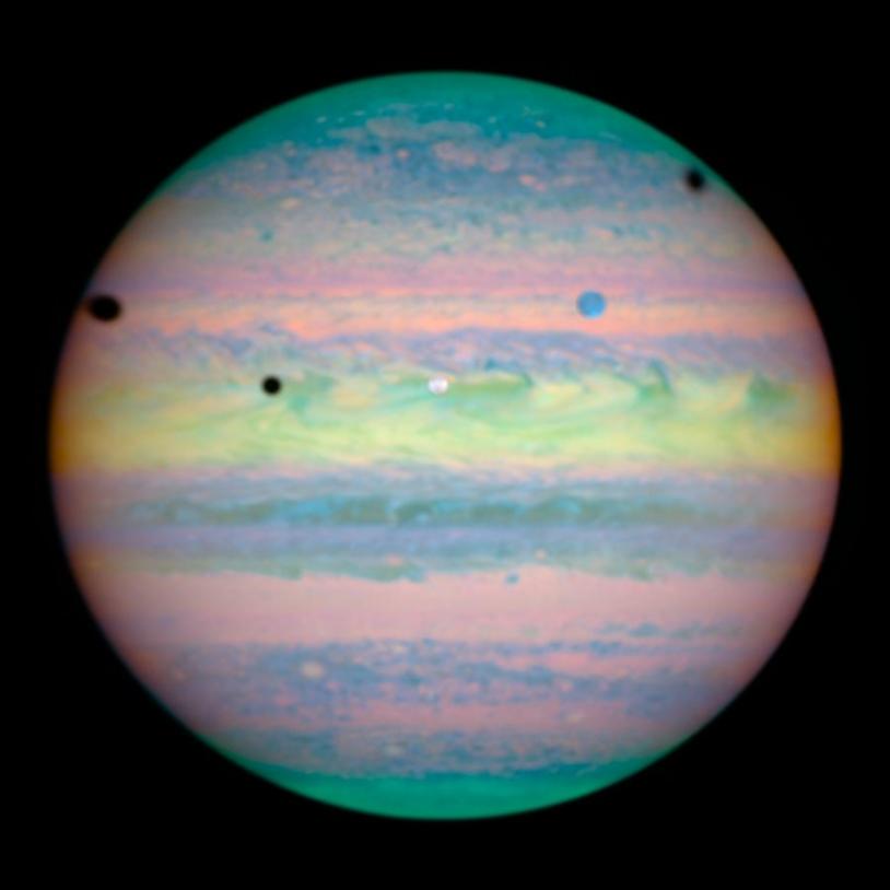 L'ombre de 3 lunes sur Jupiter par le télescope Hubble - © NASA/ESA/E. Karkoschka