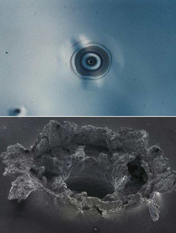 En haut, observation à l'œil nu de l'impact d'un débris spatial. En bas, vu macroscopique au microscope électronique à balayage (MEB) © CNES