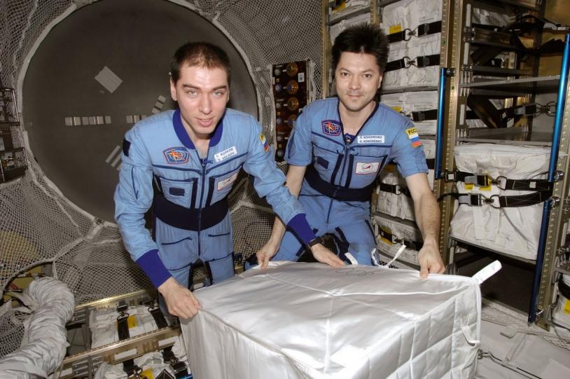 Les spationautes russes Sergeï Volkov et Oleg Kononeko à bord de la station spatiale en mai 2008 © NASA