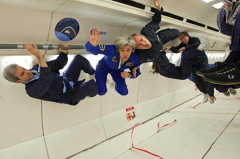 Astronautes en impesanteur lors d'un vol à bord de l'airbus Zéro G. De gauche à droite : Léopolds Eyharts, Claudie Haigneré, Jean-François Clervoy © Anneke Le Floc'h / ESA